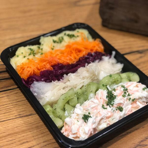 Salatmischung in der WELLER Feinkosterei